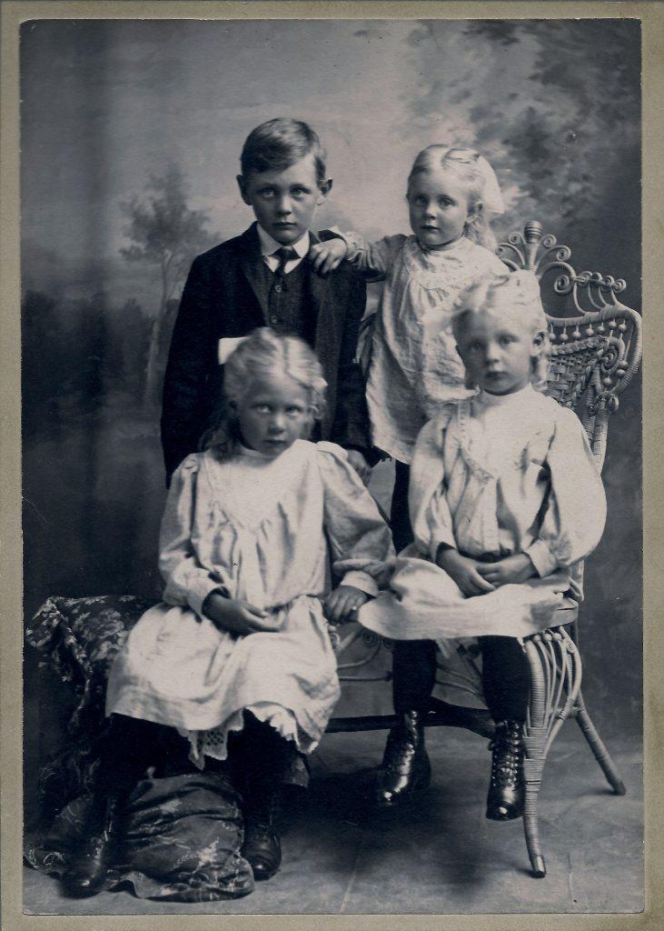 Photo of the Stofferahn children, circa 1905