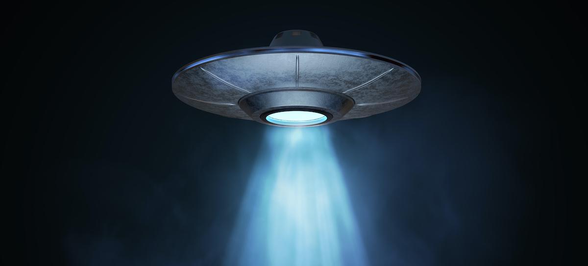 Illustration of spaceship, aliens landing on Earth