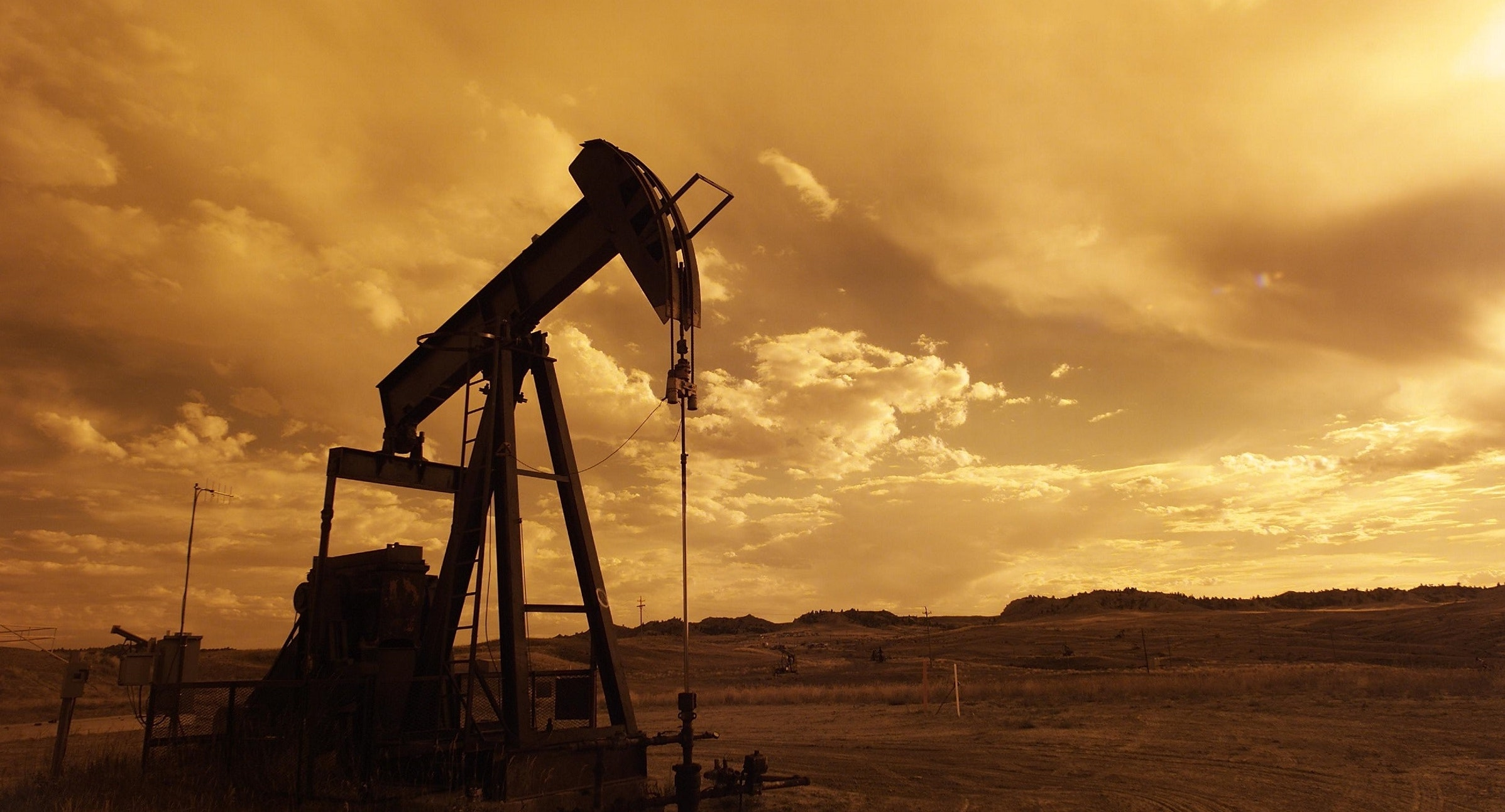 Photo of an oil well pump for coronavirus stimulus funds for oil post